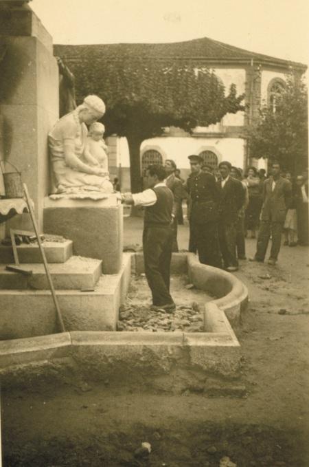 Particular de la colocación del monumento al P. Salvado (septiembre de 1949).