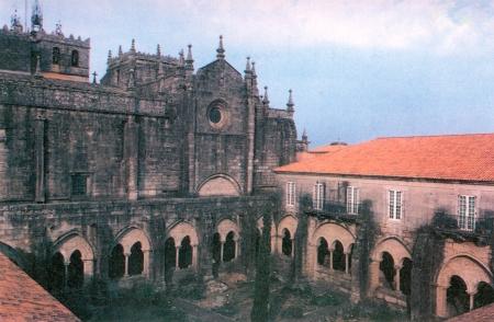 Catedral de Tui. Fachada sur. Claustro y palacio episcopal.