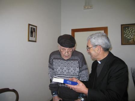 El autor del artículo y Joaquín Álvarez Durán, avicultor