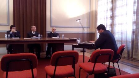 Tribunal, de izquierda a derecha, los profesores: José Puaulo Leite, José de Silva y José Marques